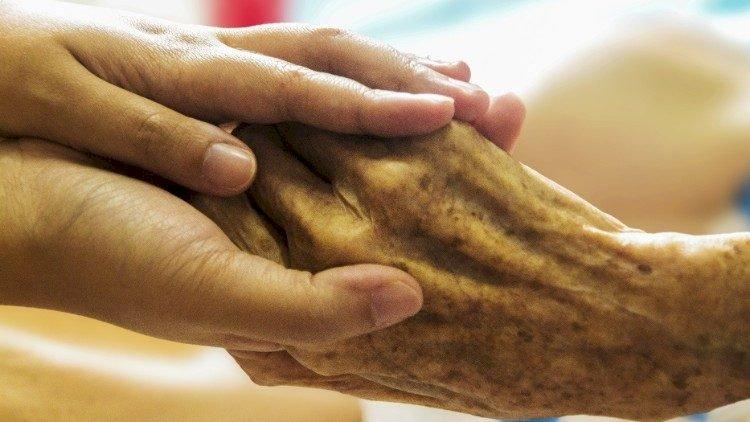 Pesan Paus Fransiskus Untuk Hari Kakek Nenek dan Mereka Yang Lanjut Usia 25 Juli 2021 (Bahasa Indonesia)
